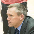 Fighting Scots men?s basketball coach Todd Skrivseth has a strategy session with his team during ...